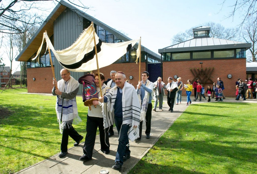 new-scroll-procession